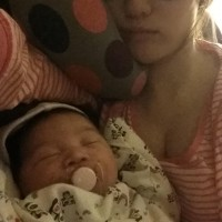 Young mom with rich yummy breastmilk in Riverside,can be picked up fresh breastmilk,or frozen breastmilk